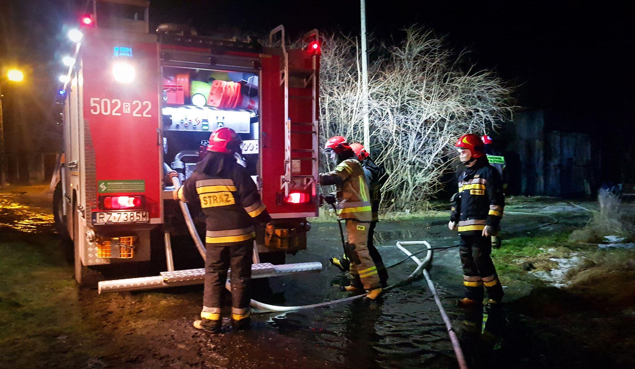 Mielec. Strażacy gasili pożar garażu! [FOTO] - Zdjęcie główne