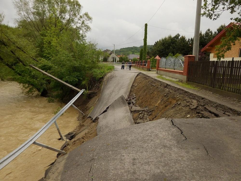 Gmina Dębica: Będą remonty uszkodzonych dróg po powodzi  - Zdjęcie główne