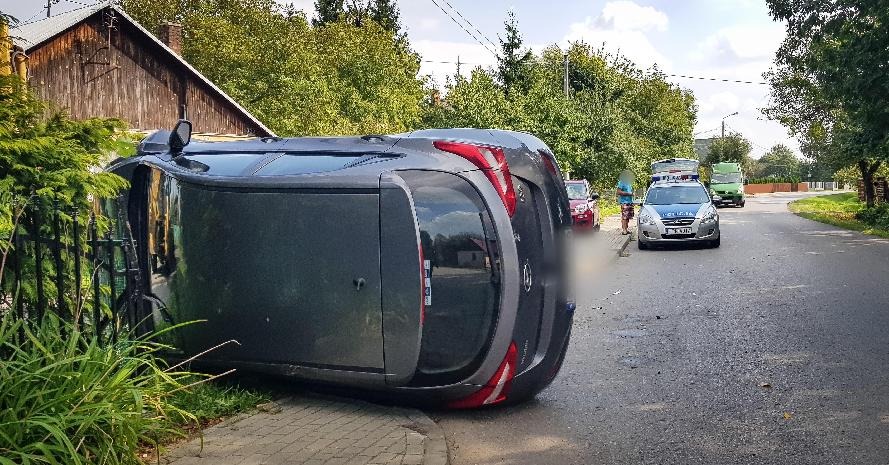 Zderzenie samochodu osobowego z koparką. Utrudnia w ruchu! [FOTO, VIDEO] - Zdjęcie główne