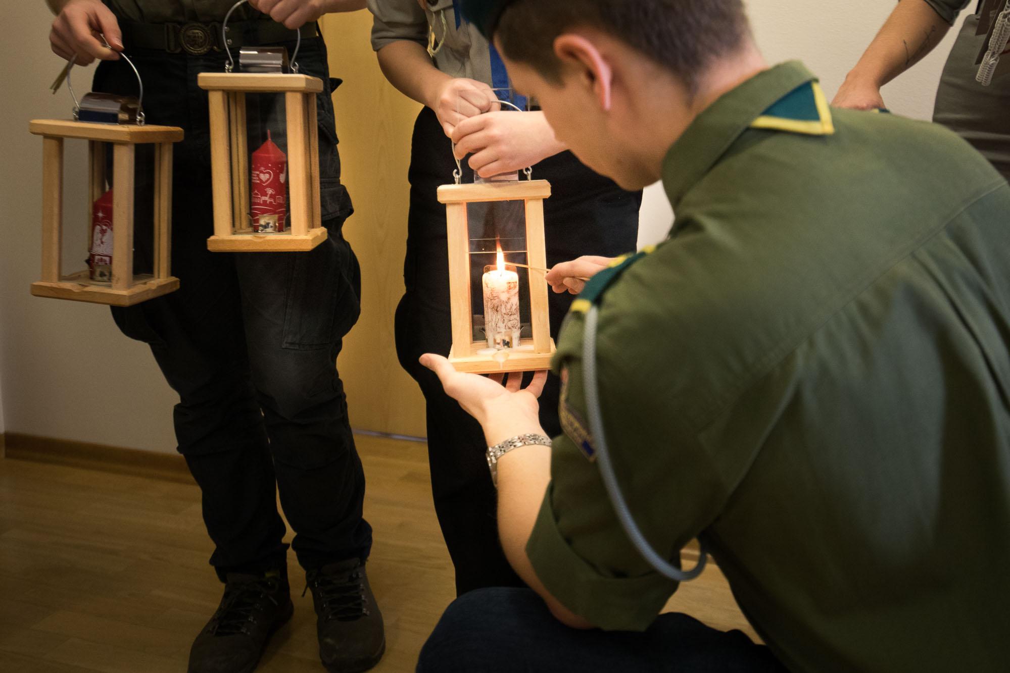 Betlejemskie Światło Pokoju zapłonęło w urzędzie - Zdjęcie główne