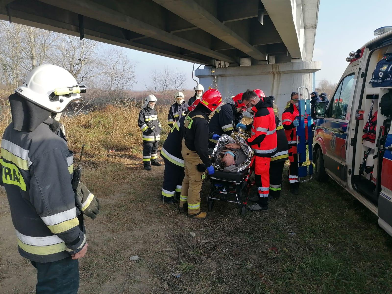 Region. Zaginiony mężczyzna spadł z mostu. Odnalazł się w krzakach - Zdjęcie główne