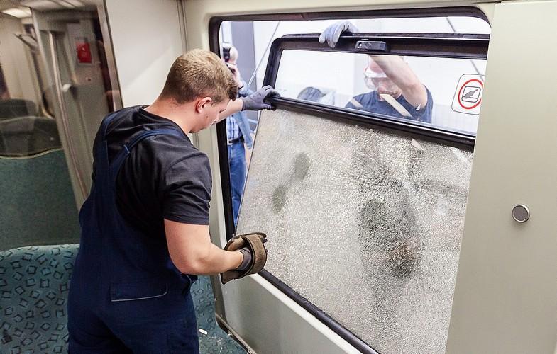 Z PODKARPACIA. Nastolatkowie obrzucili pociąg petardami i kamieniami - Zdjęcie główne