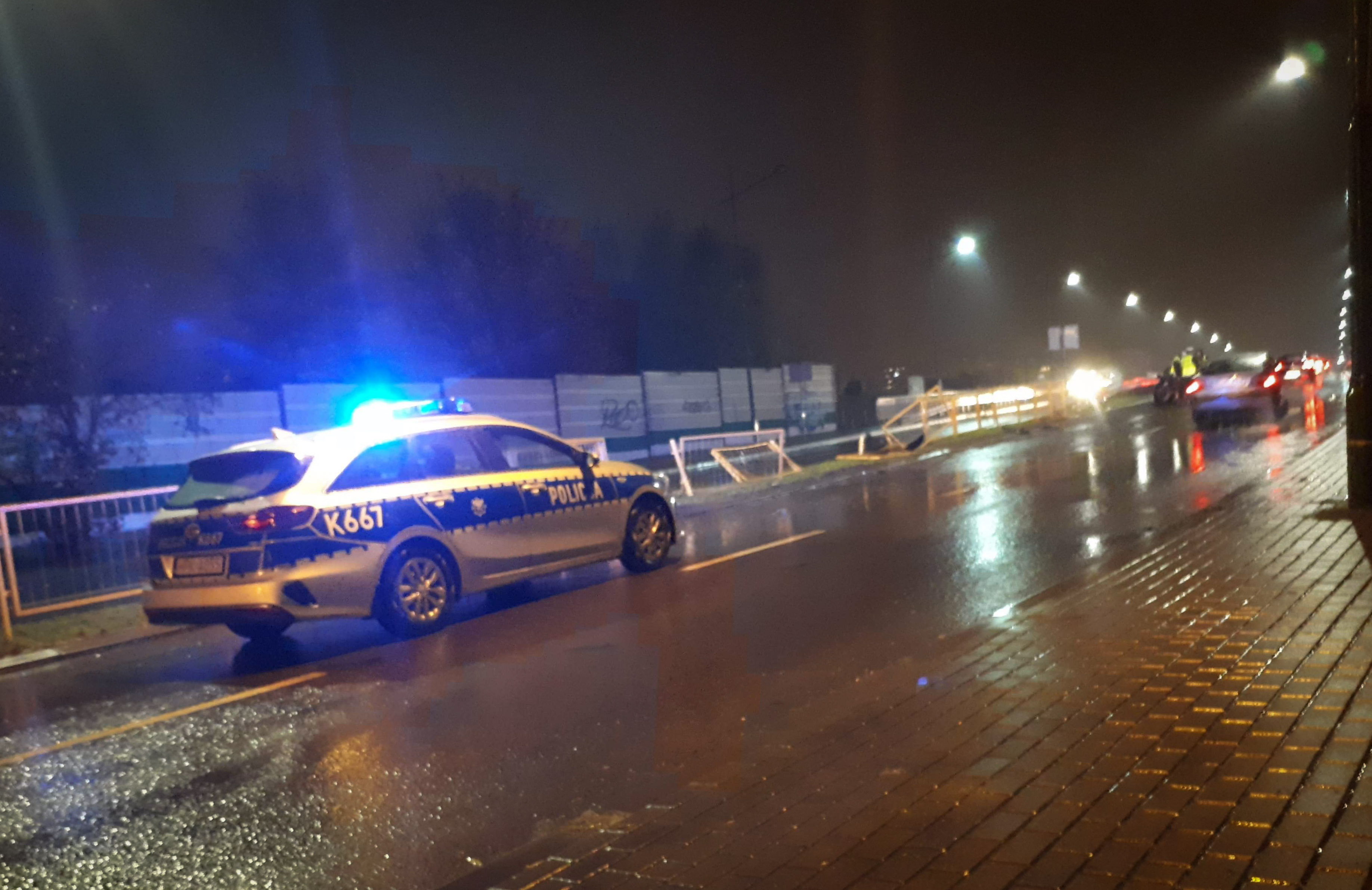 BMW rozbiło się na wiadukcie! [FOTO] - Zdjęcie główne