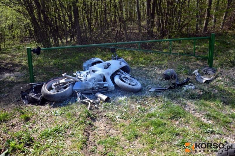 Motocyklista i pasażerka wypadli z drogi! Niebezpieczny wypadek na obwodnicy  - Zdjęcie główne