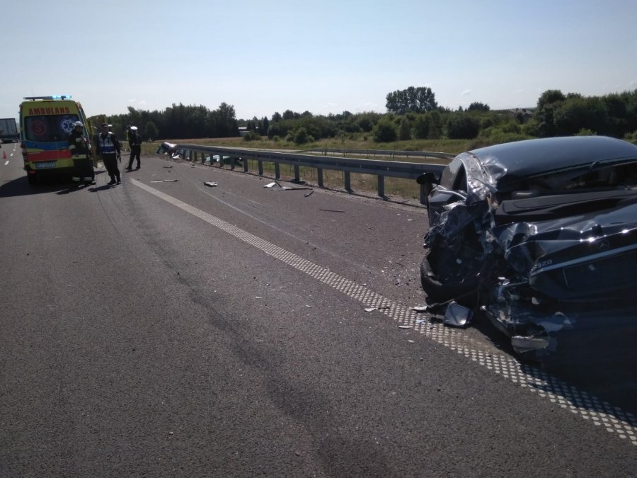 Wypadek na A4. W ciężarówce strzeliła opona - Zdjęcie główne