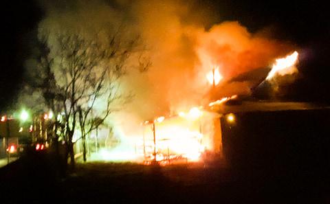 Nocny pożar. W akcji aż pięć zastępów straży pożarnej [ZDJĘCIA] - Zdjęcie główne