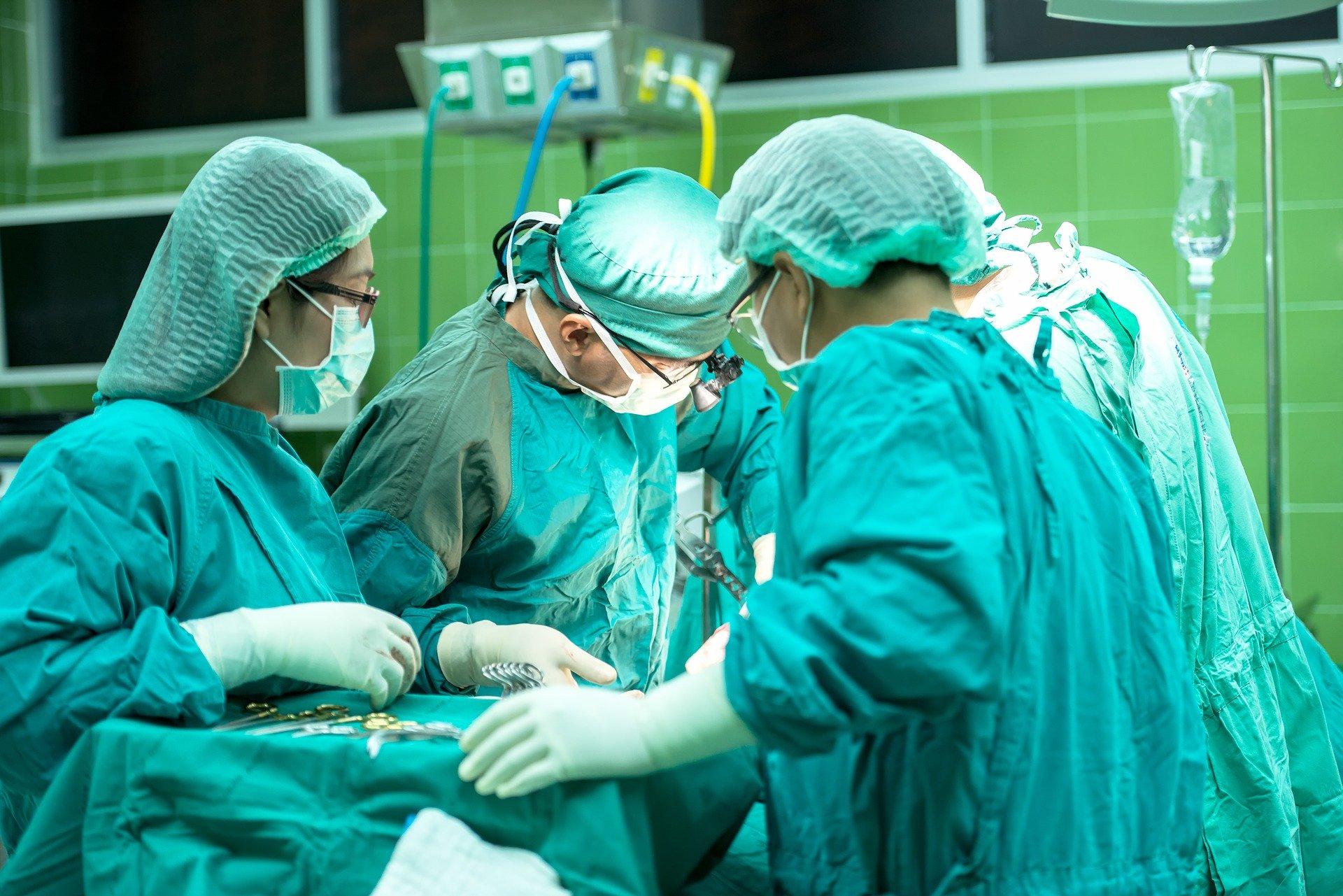 Ukryte ofiary koronawirusa. W październiku rekordowa liczba zgonów - Zdjęcie główne