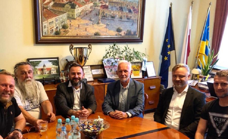 Piotr Liroy Marzec chce inwestować w pola konopii...w Tarnobrzegu  - Zdjęcie główne