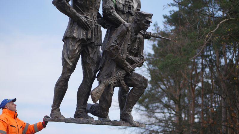 Kolejne rzeźby dołączyły do pomnika żołnierzy wyklętych [FOTO, WIDEO] - Zdjęcie główne
