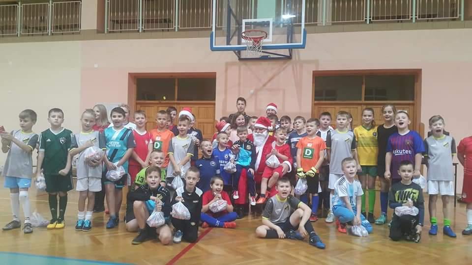 Mikołaj u młodych piłkarzy [FOTO] - Zdjęcie główne