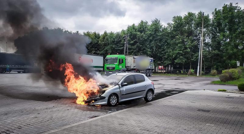 Z OSTATNIEJ CHWILI: pożar samochodu! [FOTO] - Zdjęcie główne