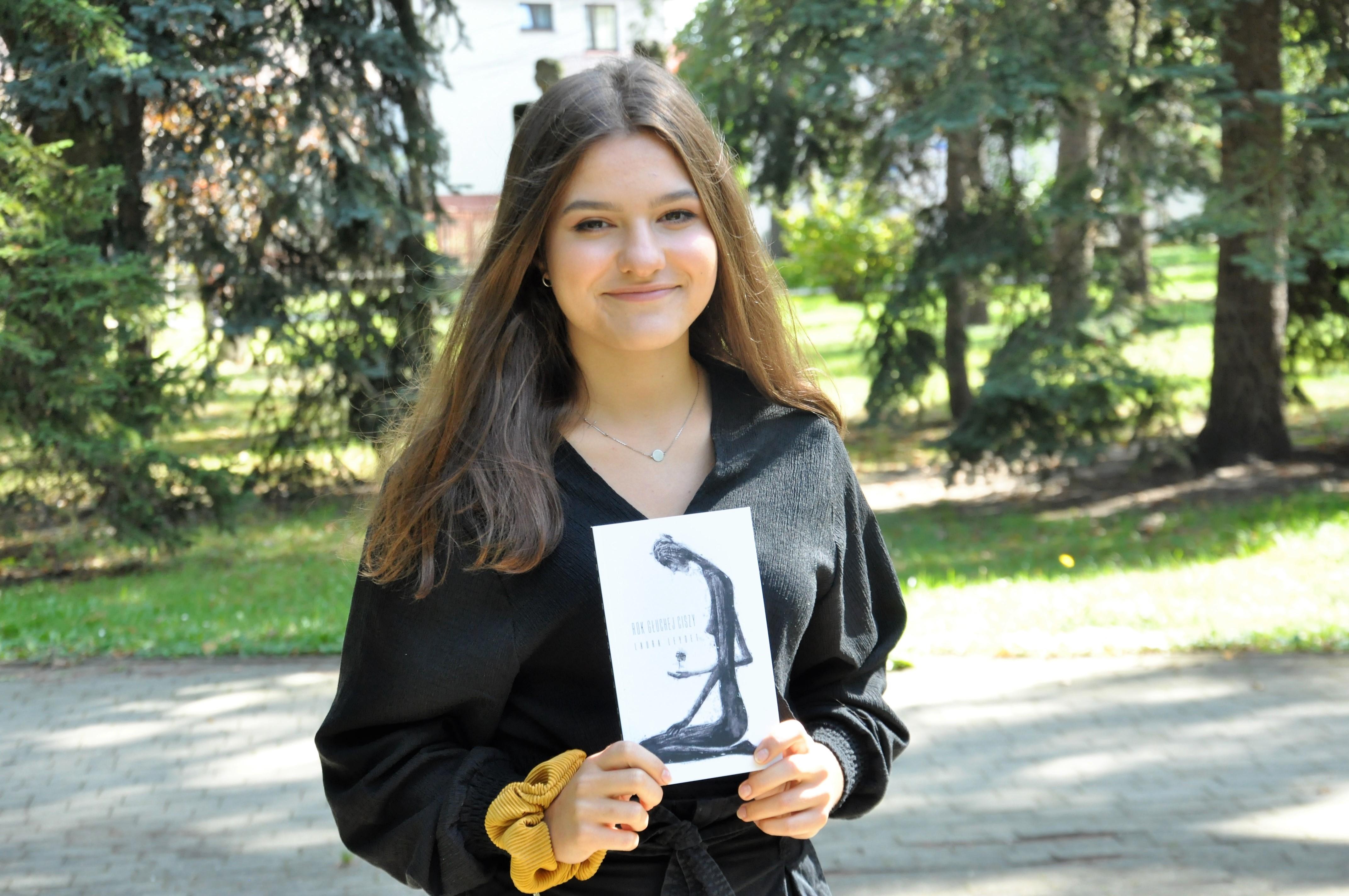 Młoda mielczanka wydała swoją debiutancką książkę. To zapis wielu przeżyć i emocji - Zdjęcie główne