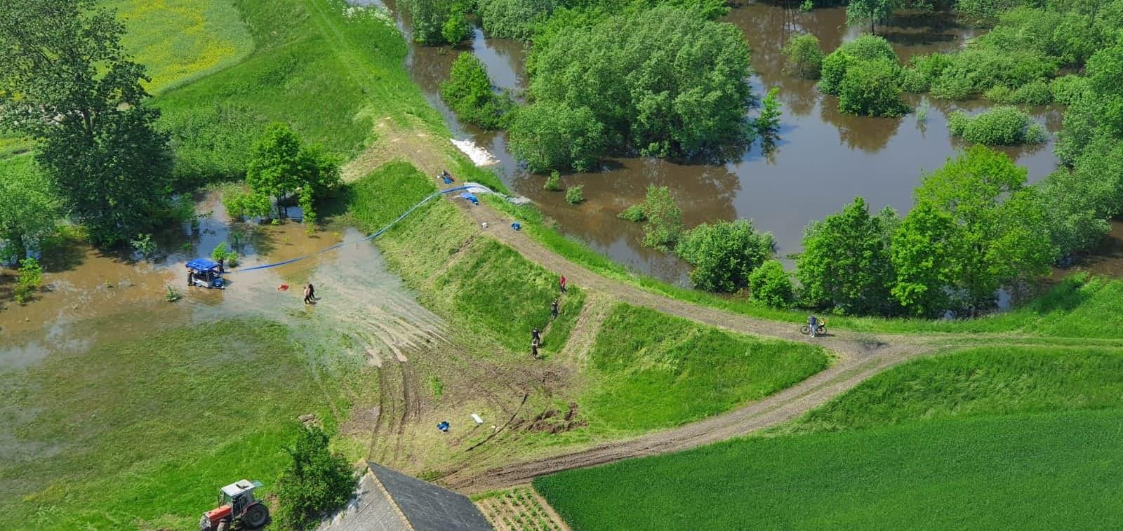 Raport powodziowy: Sytuacja stabilna. Coraz mniej wody.Mamy zdjęcia z policyjnego Black Hawka [FOTO] - Zdjęcie główne