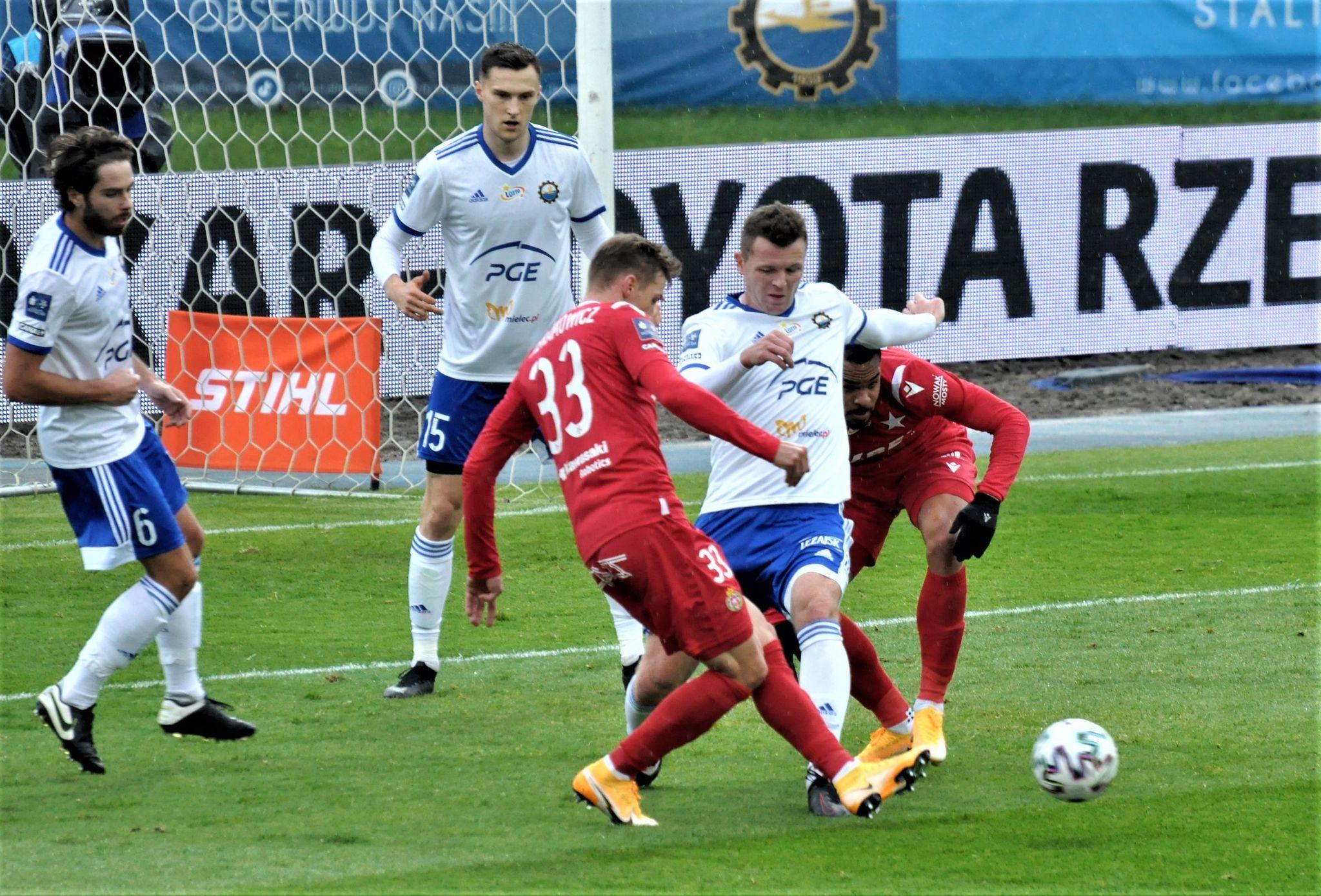 Zabójczy kwadrans. 4 gole w drugiej połowie meczu Wisły Kraków ze Stalą Mielec - Zdjęcie główne