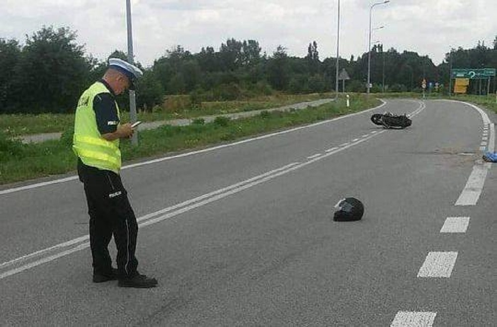 Z REGIONU. Śmiertelny wypadek na motocyklu. Ojciec zginął na miejscu, jego syn jest w szpitalu! - Zdjęcie główne