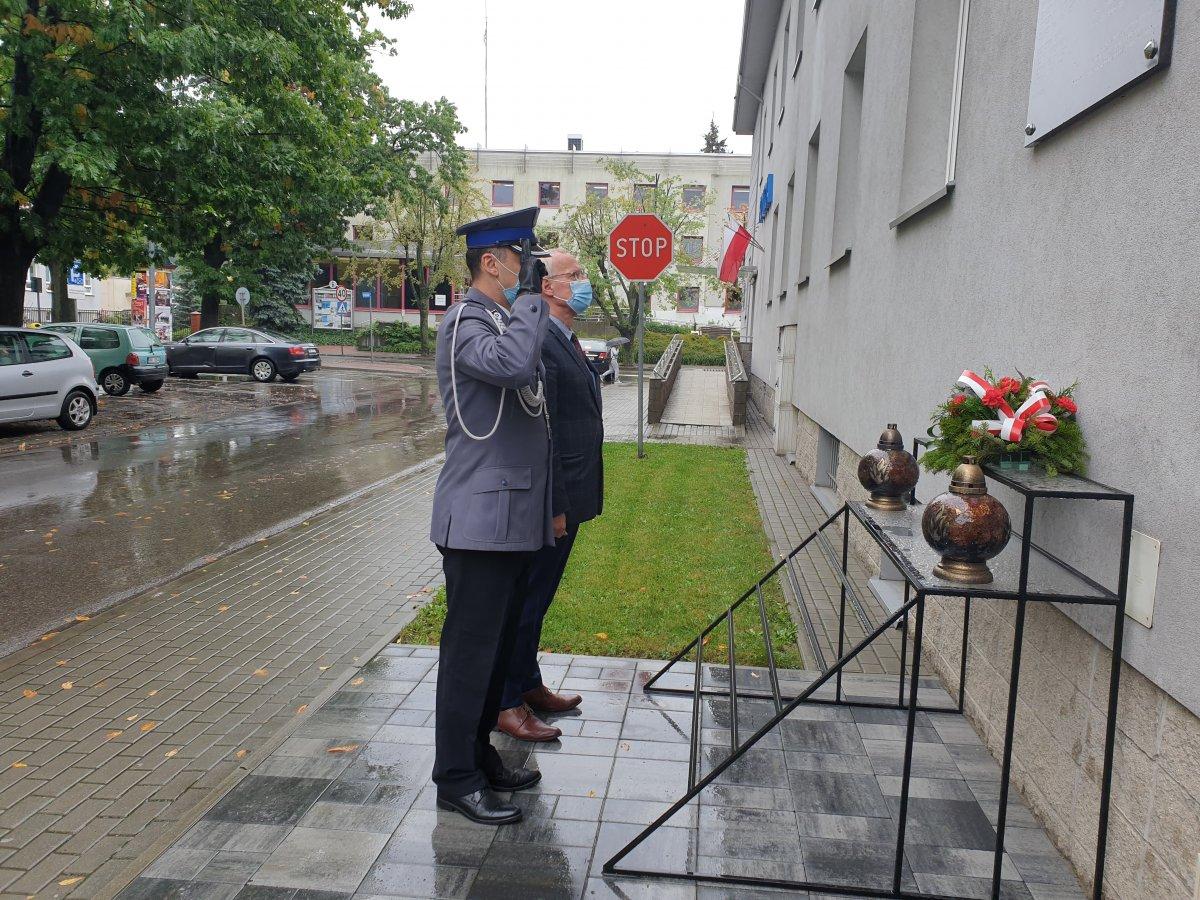 Policjanci upamiętnili 82. rocznicę sowieckiej napaści na Polskę - Zdjęcie główne