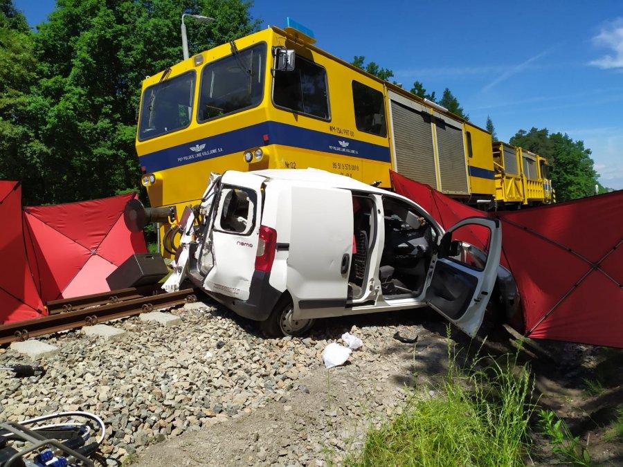 Dramat w Brzeźnicy! Wjechała wprost pod pociąg - Zdjęcie główne