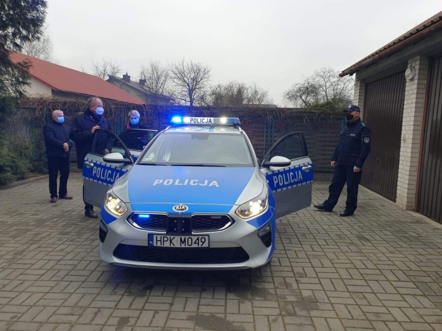 Nowy radiowóz na posterunku w Przecławiu - Zdjęcie główne