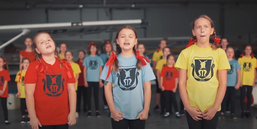 """Dziecęcy zespół muzyczny """"Kameleon"""" nagrał teledysk na 550 rocznicę lokacji Mielca [VIDEO] - Zdjęcie główne"""