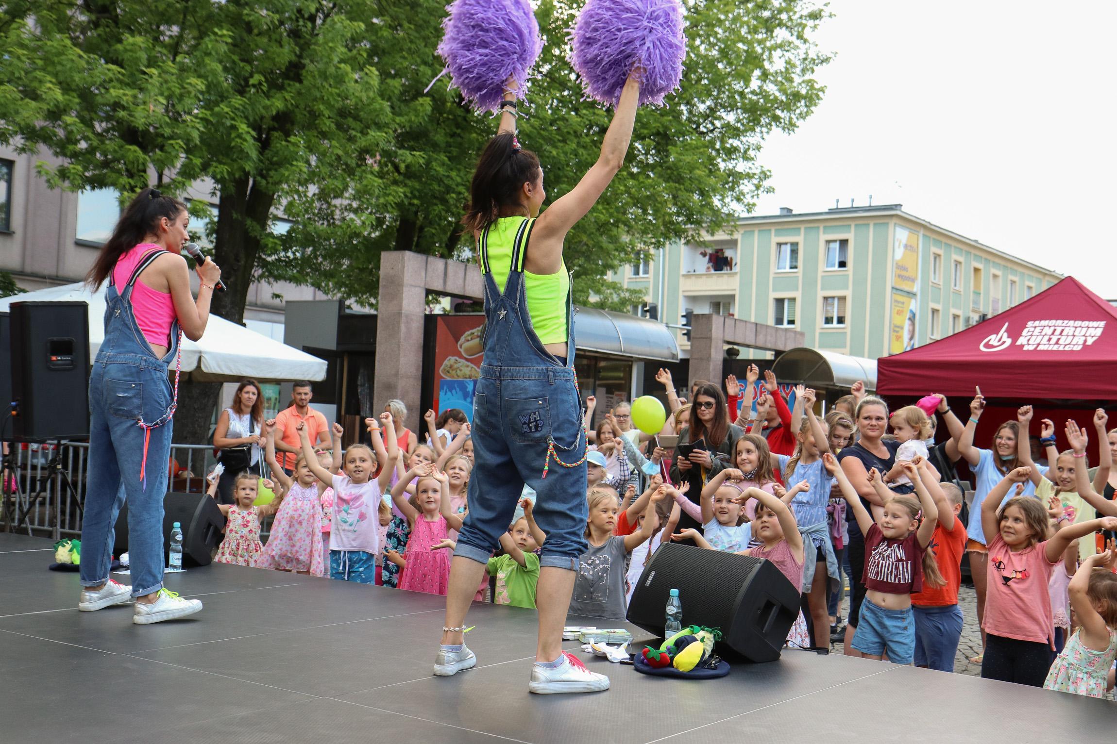 Pogoda nie pokrzyżowała planów! Miejski Dzień Dziecka w Mielcu przyciągnął tłumy - Zdjęcie główne