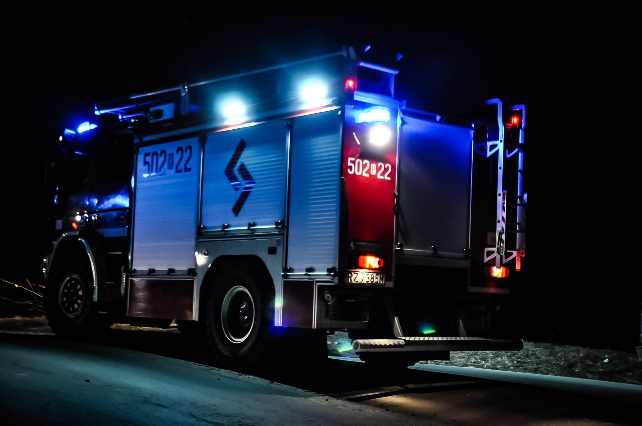 [Z REGIONU] W komisie spłonęły samochody - Zdjęcie główne