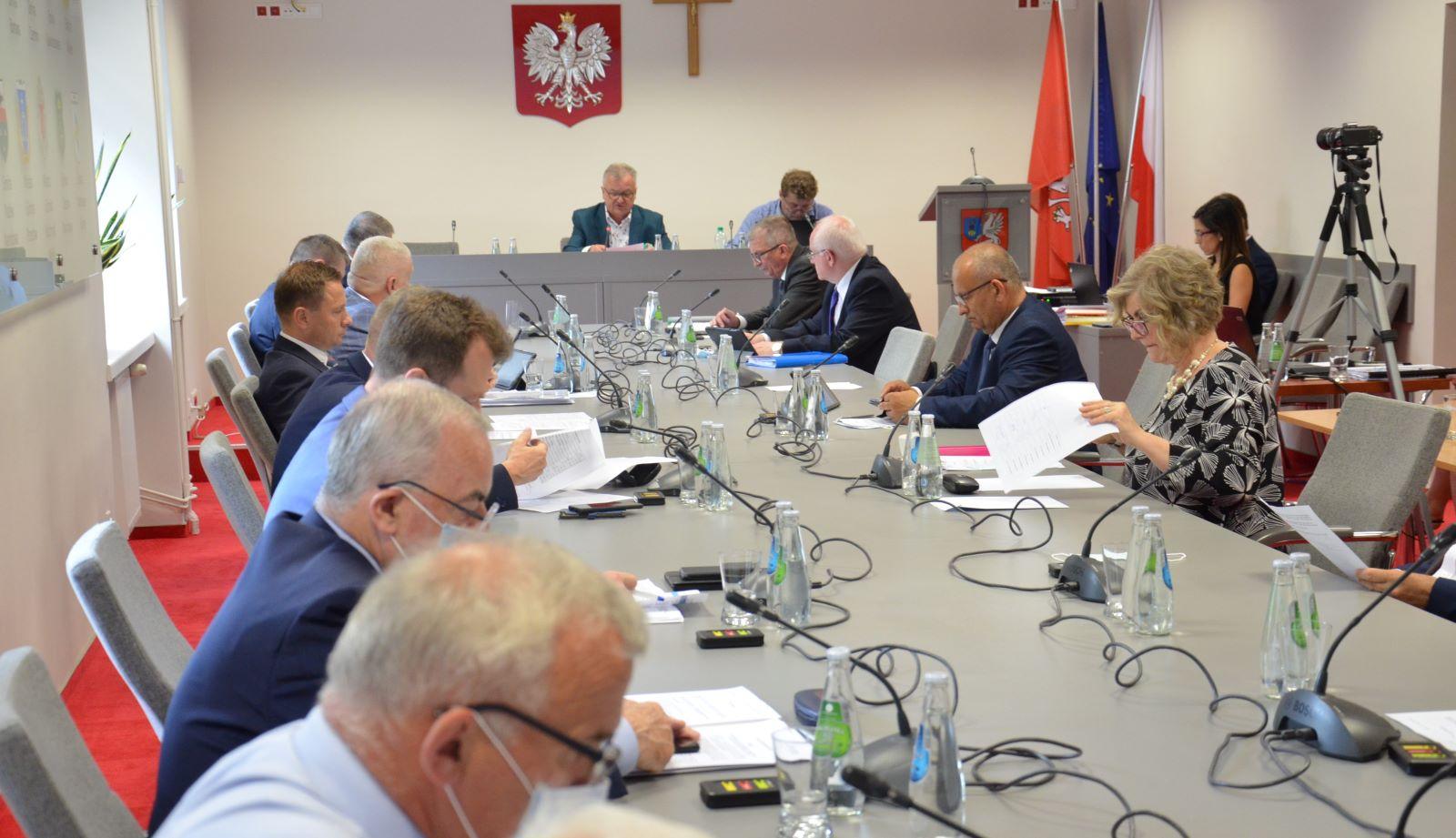 Radni PiS wyjaśniają dlaczego po przerwie nie pojawili się na powiatowej sesji - Zdjęcie główne