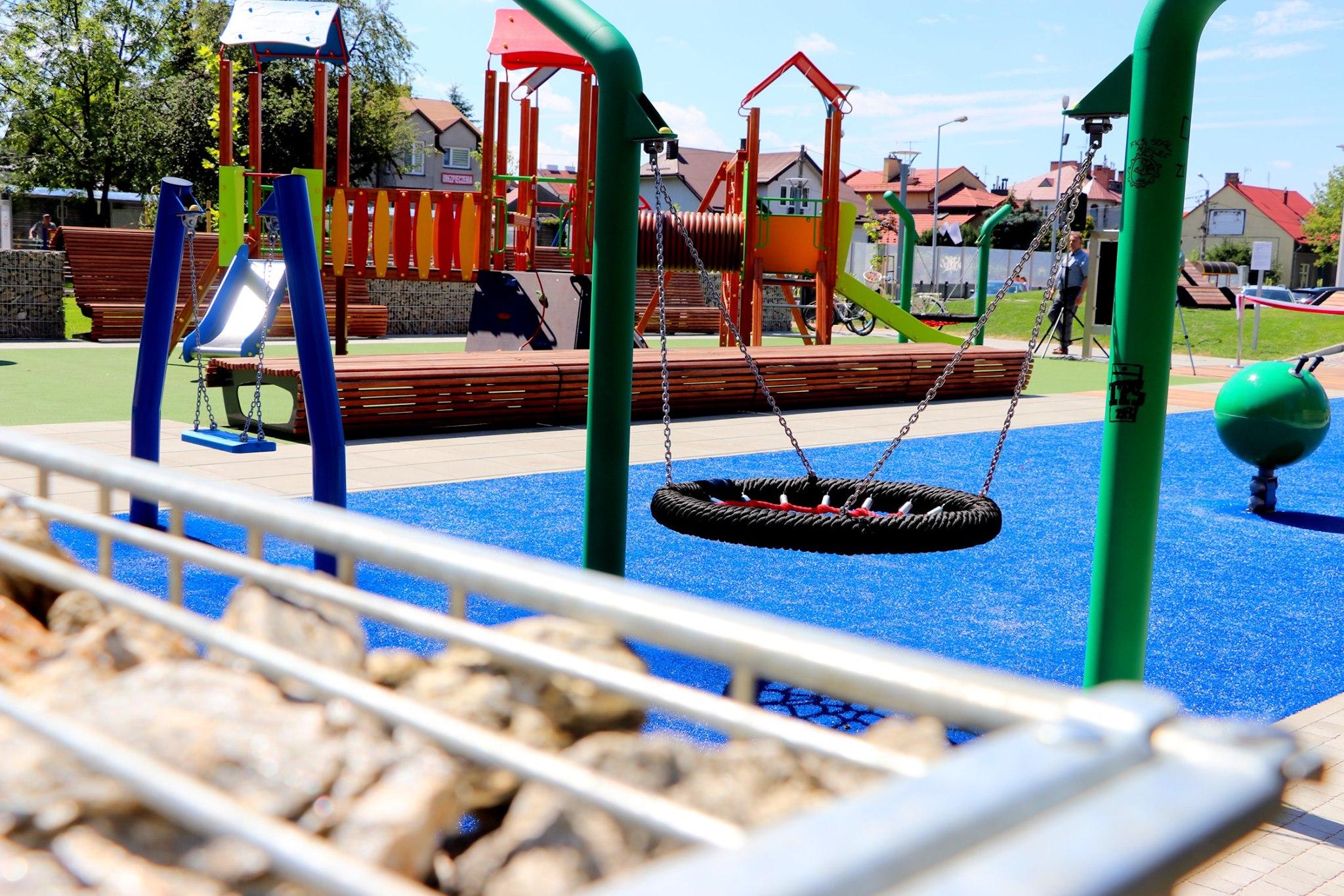 Park sensoryczny w Mielcu: flaszki po alkoholu i pierwsze dewastacje - piszą czytelnicy - Zdjęcie główne