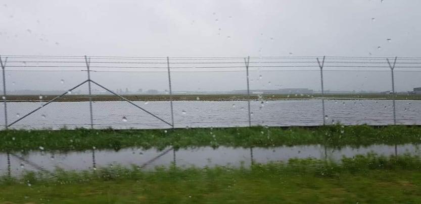 Lotnisko zamieniło się w jezioro! W Chorzelowie też trudna sytuacja - Zdjęcie główne