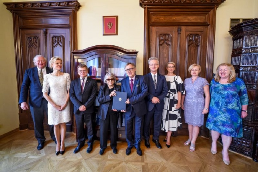 Do Krakowa trafią osobiste pamiątki po Andrzeju Wajdzie  - Zdjęcie główne