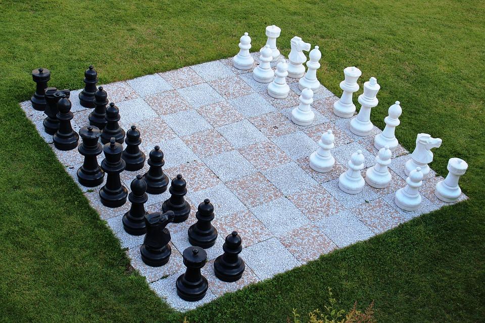 Wójt kontra mistrzyni. W Wadowicach otworzą plenerową szachownicę - Zdjęcie główne