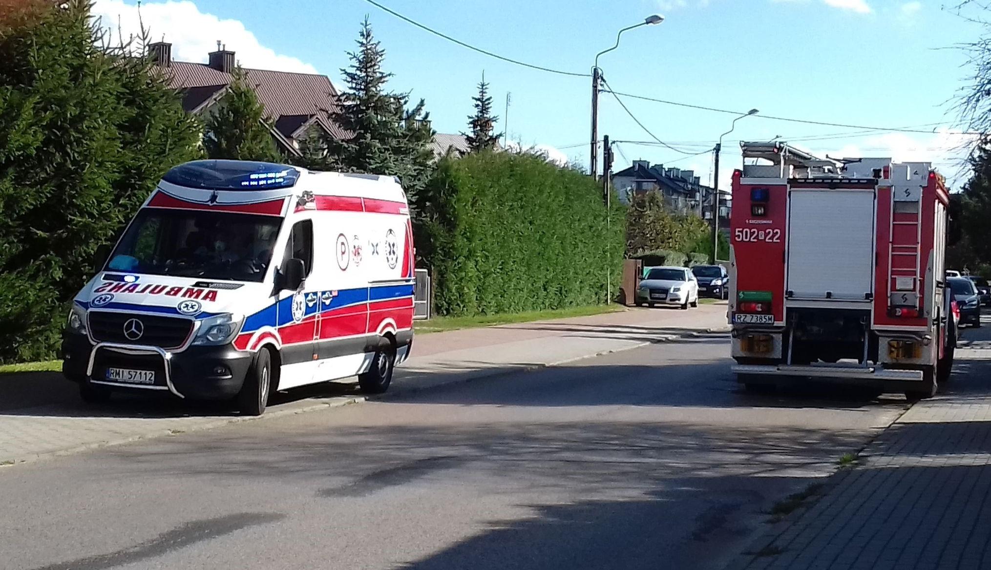 Dym wydostawał się z domu na ulicy Metalowców w Mielcu. Akcja służb - Zdjęcie główne
