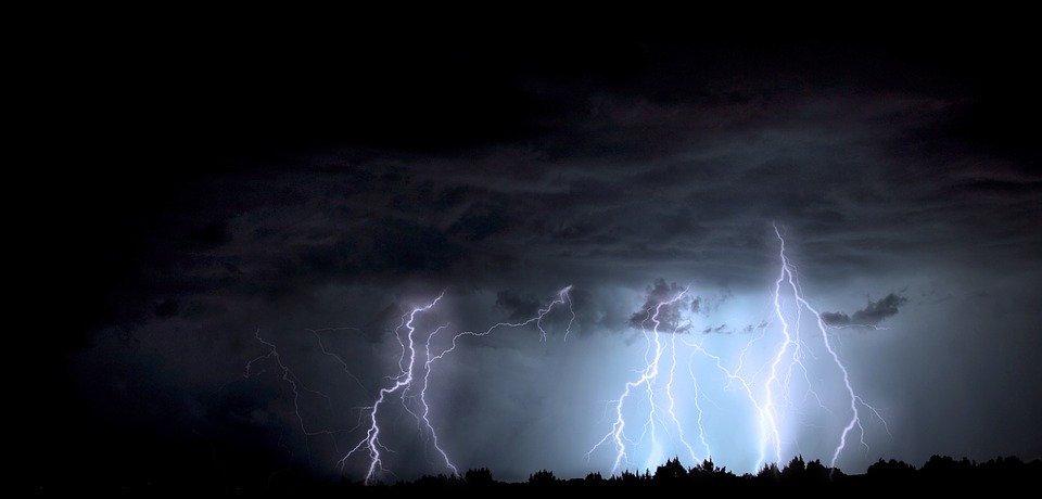 Może być groźnie. RCB już wysyła sms-y z ostrzeżeniem przed burzami - Zdjęcie główne