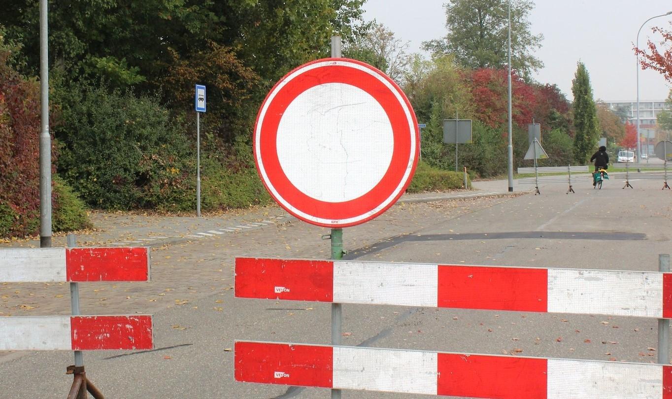 Policyjne uroczystości i zamknięta droga - Zdjęcie główne