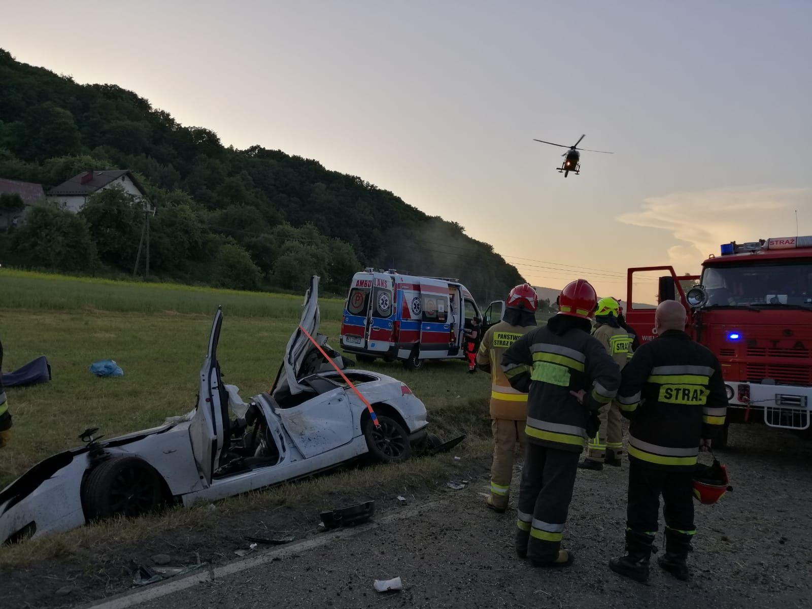 Pod Tarnowem samochód zaklinował się w rowie [ZDJĘCIA] - Zdjęcie główne