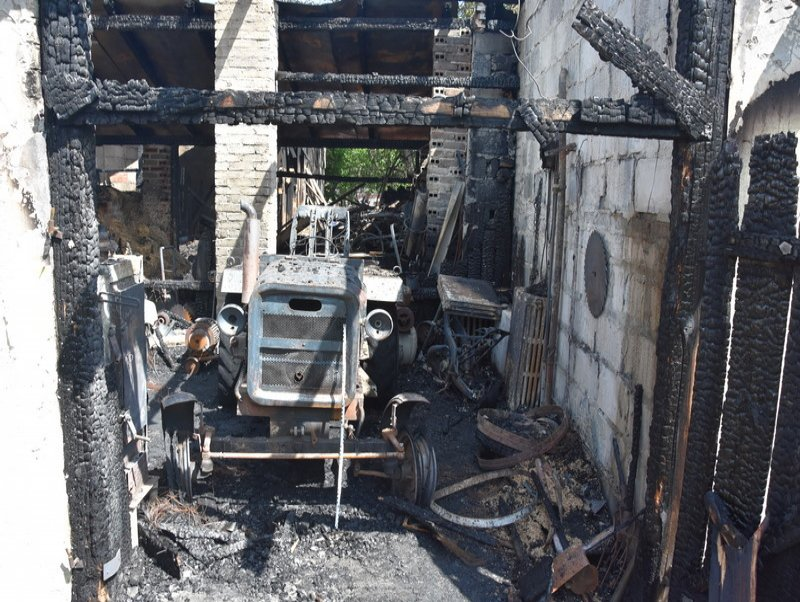 Z Podkarpacia. Policjanci ratowali dobytek w trakcie pożaru - Zdjęcie główne
