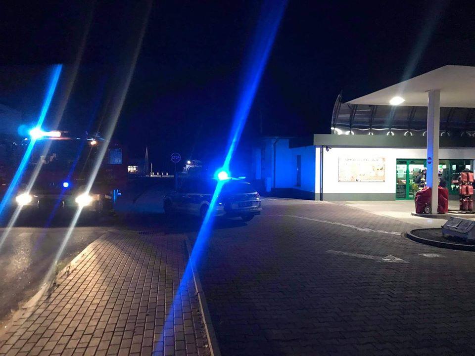 Strażacy interweniowali na stacji paliw - Zdjęcie główne