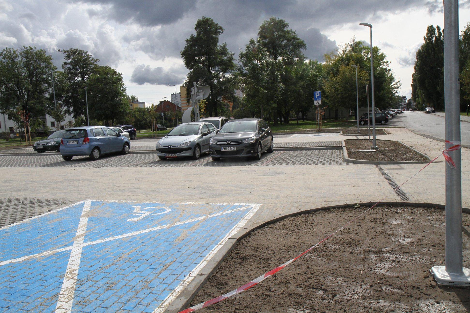 W Mielcu - nowe miejsca parkingowe. Zobacz gdzie!  - Zdjęcie główne