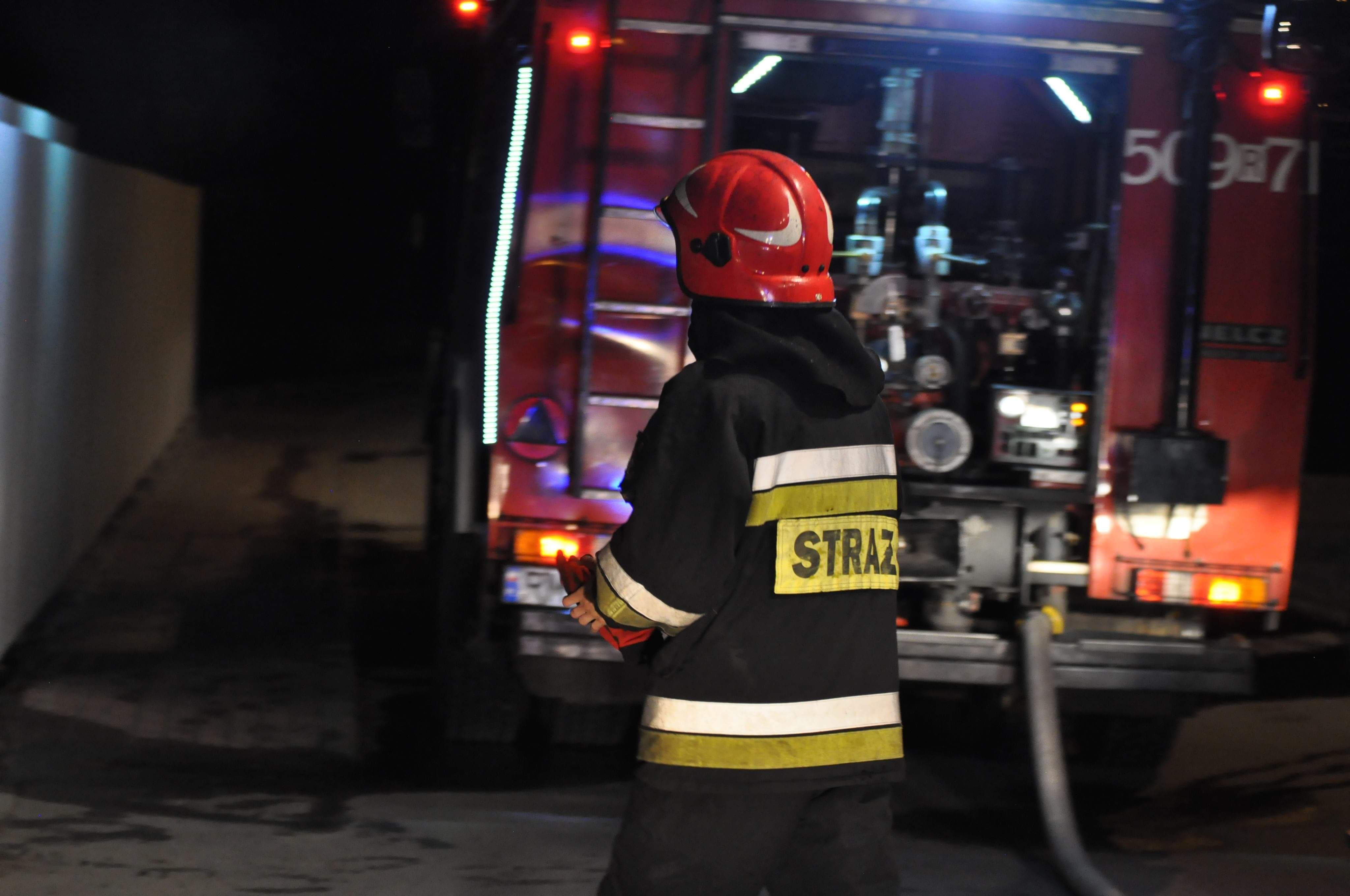 Z PODKARPACIA. Płonie złomowisko samochodów! - Zdjęcie główne