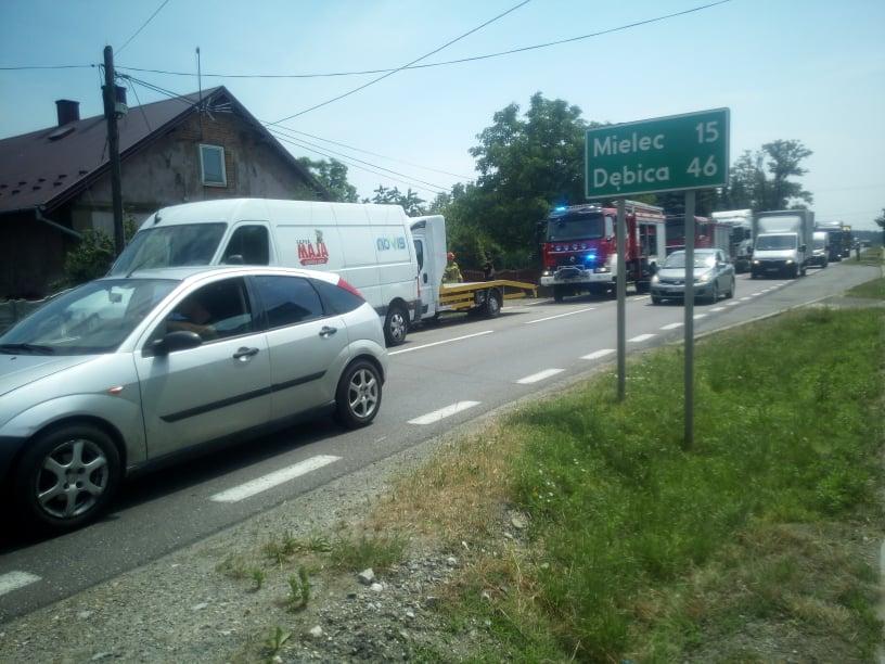 Wypadek na trasie Mielec - Tarnobrzeg. 2 osoby ranne! - Zdjęcie główne