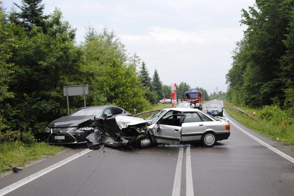Prokuratura i policja o śmiertelnym wypadku w Świerczowie [ZDJĘCIA] - Zdjęcie główne