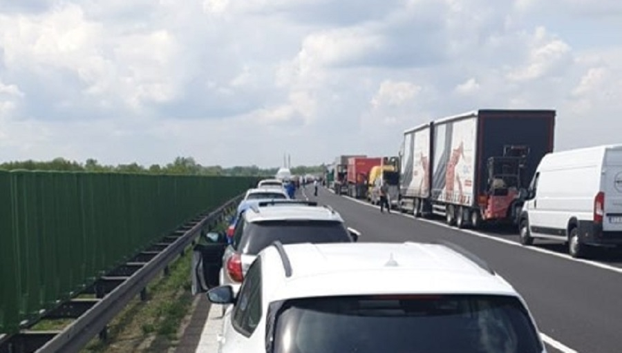 Wypadek na autostradzie A4 na wysokości Tarnowa. Zablokowany ruch w kierunku Krakowa - Zdjęcie główne