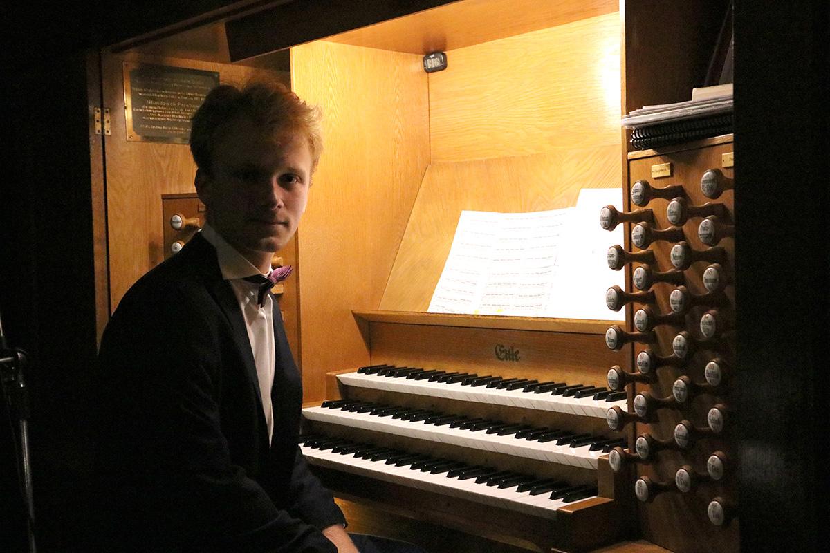 Dominik Kapinos zagrał na organach w ramach 24. MFM  - Zdjęcie główne
