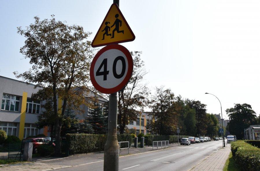 Oznakowanie dróg w pobliżu szkół - Zdjęcie główne