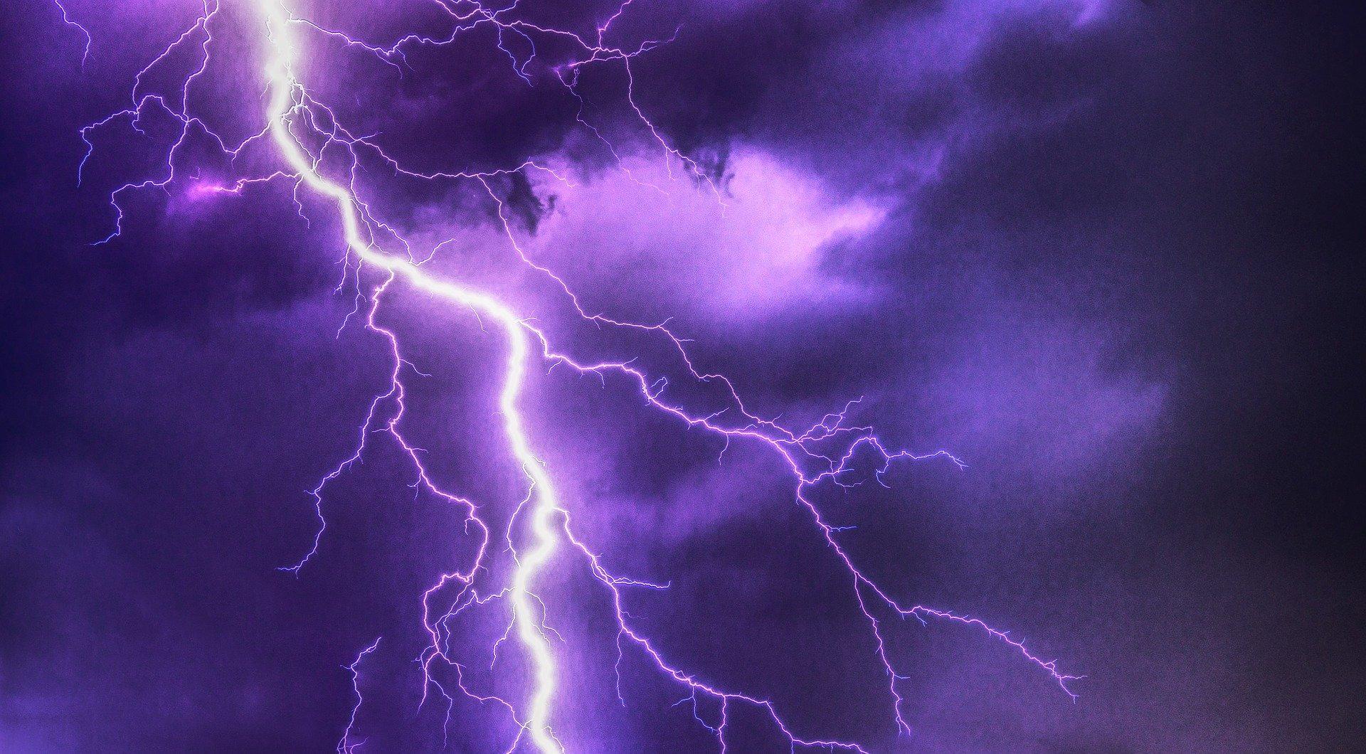 IMGW ostrzega przed burzami - Zdjęcie główne