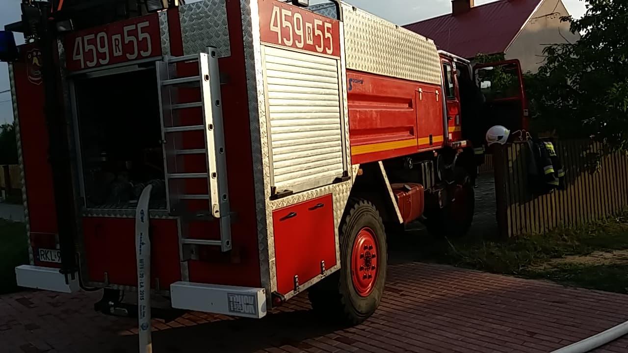 Z REGIONU. Dom zapalił się od uderzenia pioruna  - Zdjęcie główne