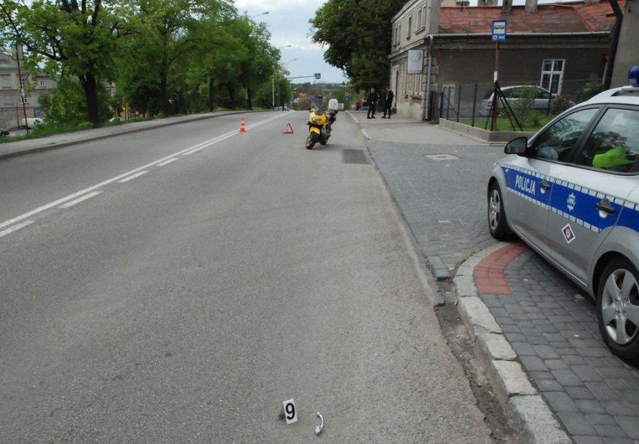 Motocyklista chciał uniknąć zderzenia. Stracił nogę - Zdjęcie główne