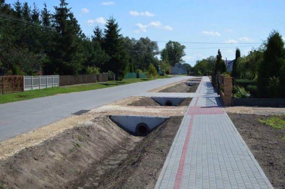 Mieszkańcy Rudy i Dąbrówki Wisłockiej będą spacerować nowymi chodnikami - Zdjęcie główne