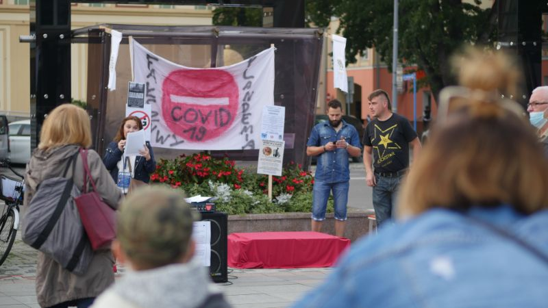 """Żądają odwołania """"plandemii"""". Protest antymaseczkowców także w Mielcu [VIDEO] - Zdjęcie główne"""