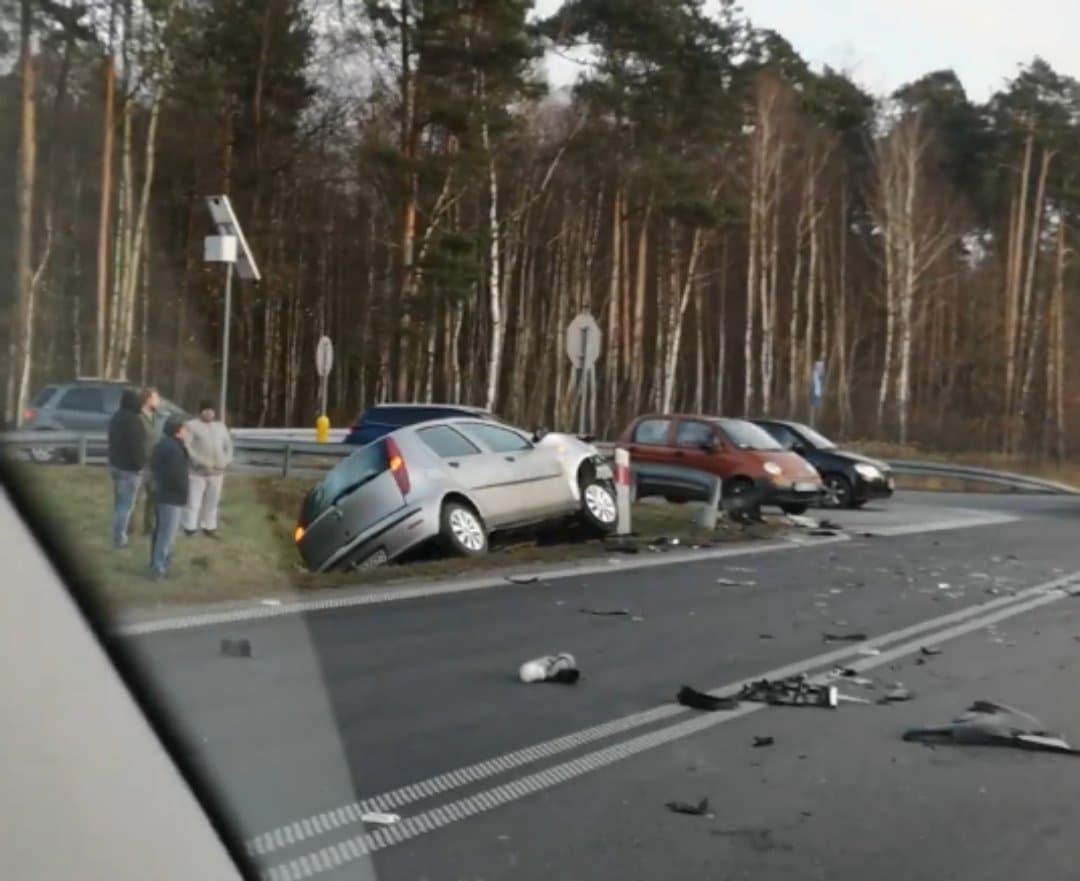 Wypadek na obwodnicy Mielca. Jedna osoba trafiła do szpitala! - Zdjęcie główne