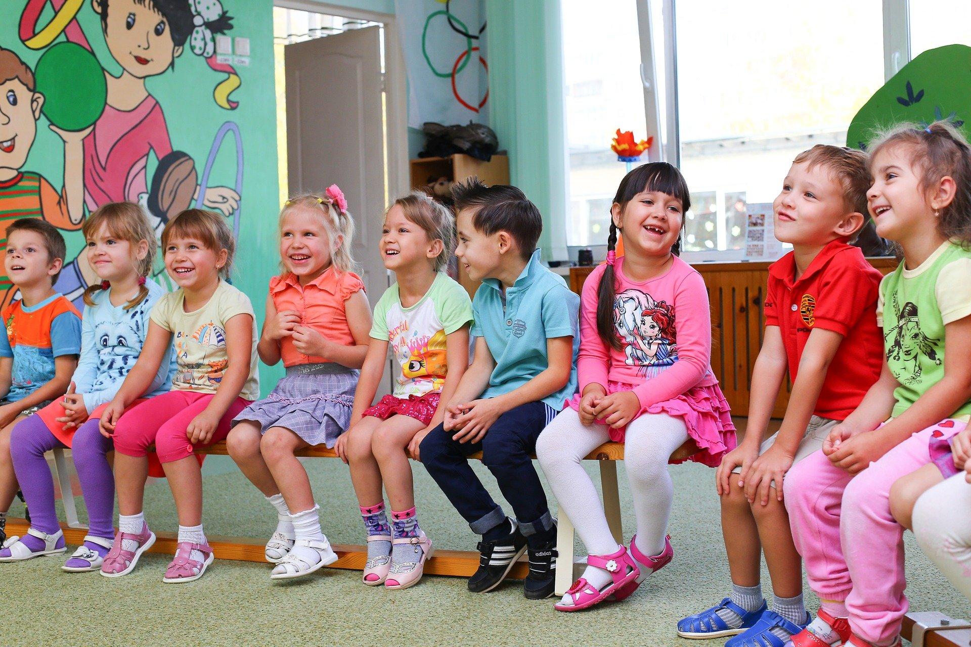Najmłodsze klasy przechodzą na nauczanie zdalne. A co z przedszkolami i żłobkami? - Zdjęcie główne